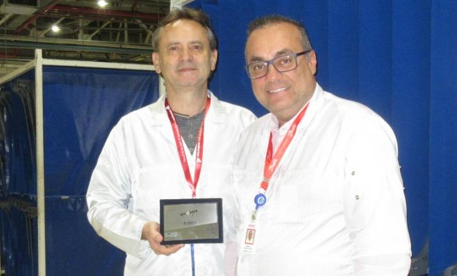 Imagem ilustrativa da notícia: Reydel recebe placa do Prêmio AutoData