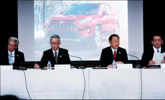 Imagem ilustrativa da notícia: Toyota vende menos e lucra mais