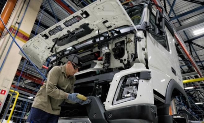Imagem ilustrativa da notícia: Volvo reabre segundo turno por exportações