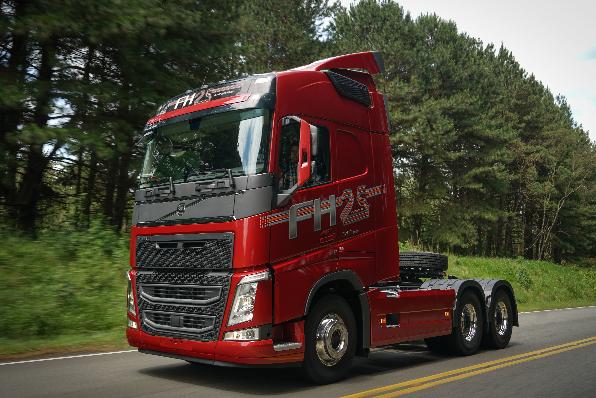 Imagem ilustrativa da notícia: Volvo lança série especial do FH 25 anos