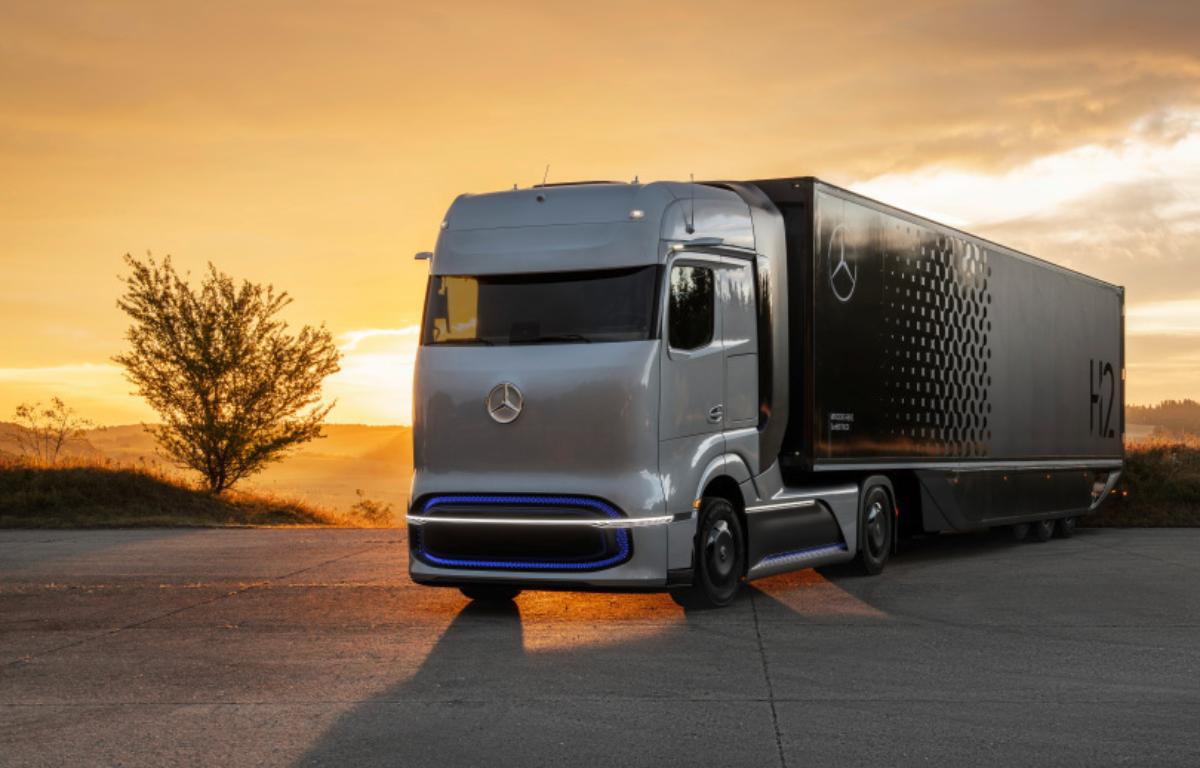 Imagem ilustrativa da notícia: Nova geração de caminhões Daimler chega em 2021