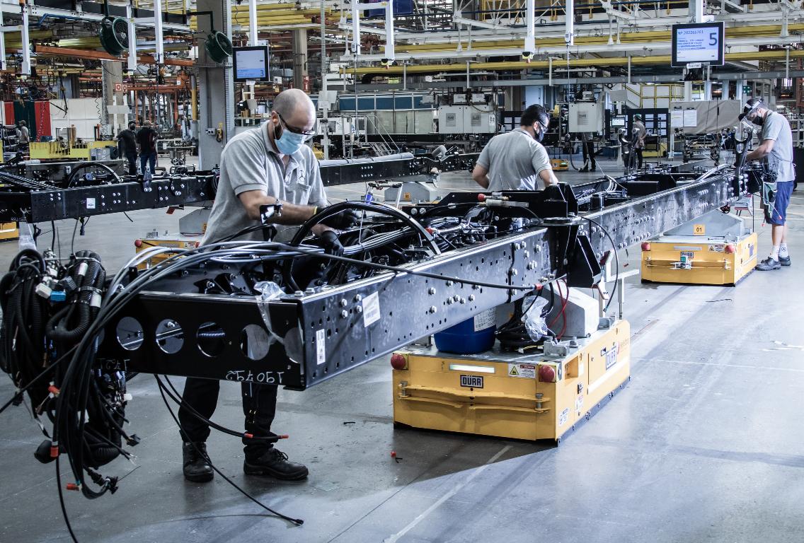 Imagem ilustrativa da notícia: Aos 64, Mercedes-Benz inaugura sua linha de ônibus 4.0