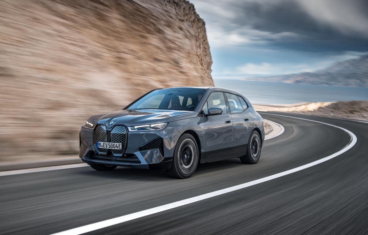 Imagem ilustrativa da notícia: BMW apresenta os elétricos iX e i4