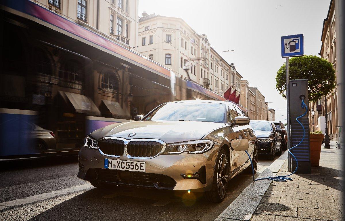 Imagem ilustrativa da notícia: BMW confirma Série 3 híbrido no Brasil