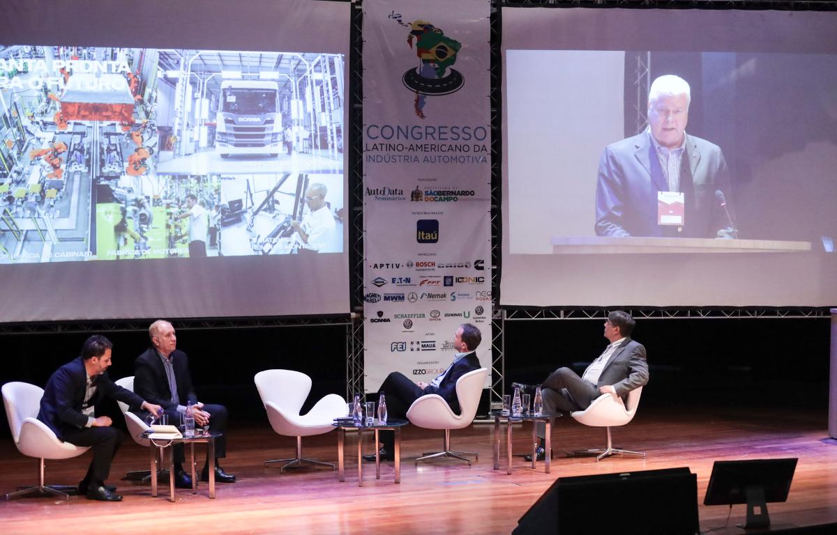 Imagem ilustrativa da notícia: Caminhões: exportações precisam da atenção do governo.
