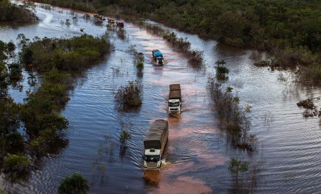 Imagem ilustrativa da notícia: Setor de caminhões sai do atoleiro