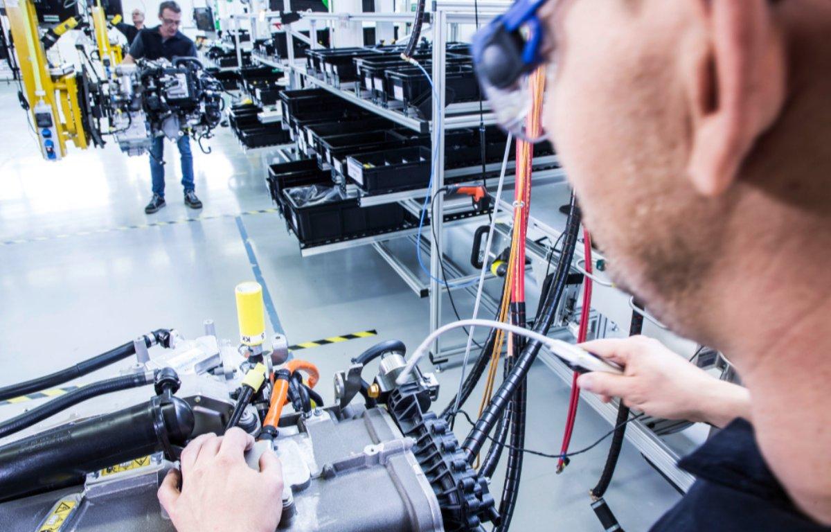 Imagem ilustrativa da notícia: Joint-venture Daimler e Volvo visa a produção de células de combustível