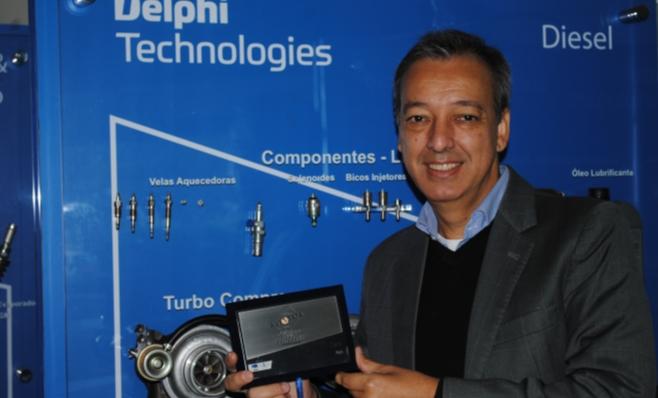 Imagem ilustrativa da notícia: Delphi recebe a placa do Prêmio AutoData
