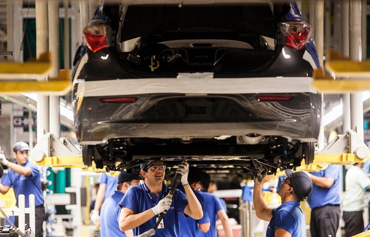 Imagem ilustrativa da notícia: Europa calcula ter deixado de produzir 1,2 milhão de veículos