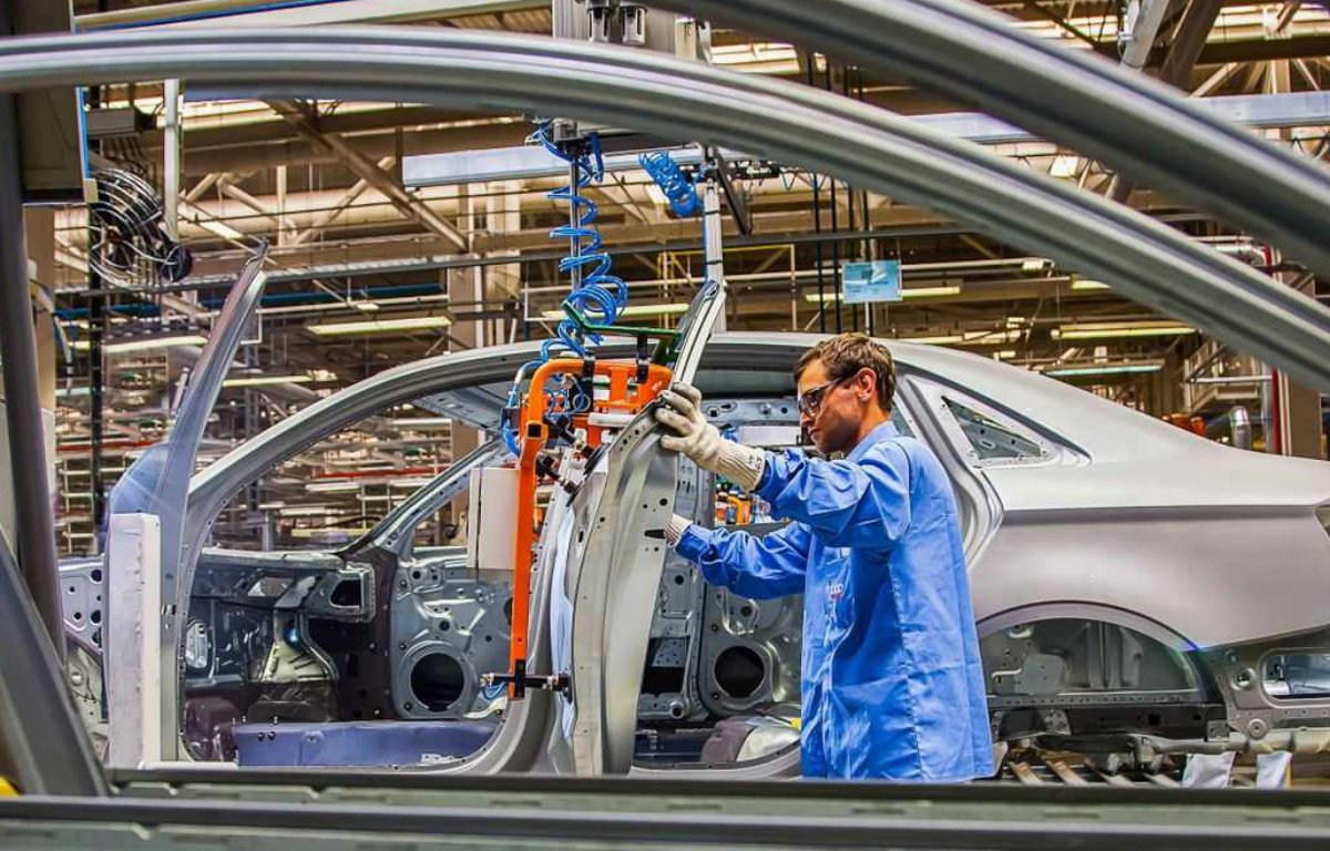 Imagem ilustrativa da notícia: Europa já deixou de produzir mais de 1,4 milhão de veículos