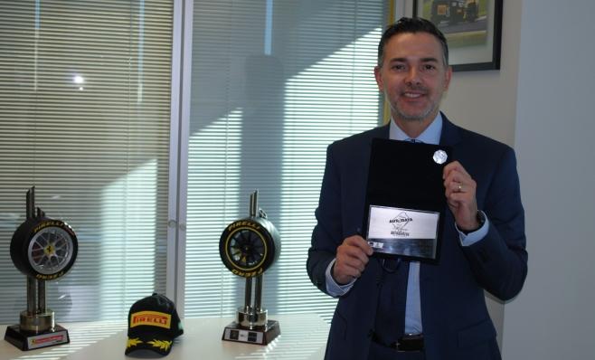 Imagem ilustrativa da notícia: Pirelli recebe a placa do Prêmio AutoData
