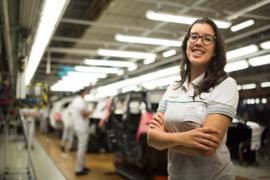 Imagem ilustrativa da notícia: Juliana Coelho é a primeira mulher a gerenciar uma fábrica FCA na região