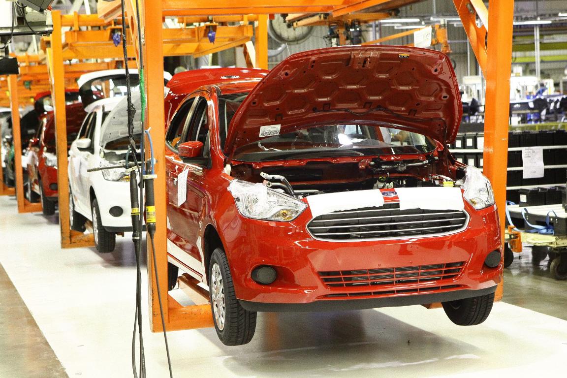 Imagem ilustrativa da notícia: Ford mantém fábricas paradas até o fim do mês