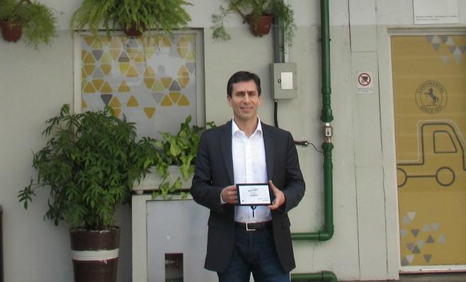 Imagem ilustrativa da notícia: Continental recebe a placa do Prêmio AutoData