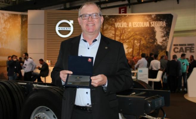 Imagem ilustrativa da notícia: Volvo recebe placa do Prêmio AutoData
