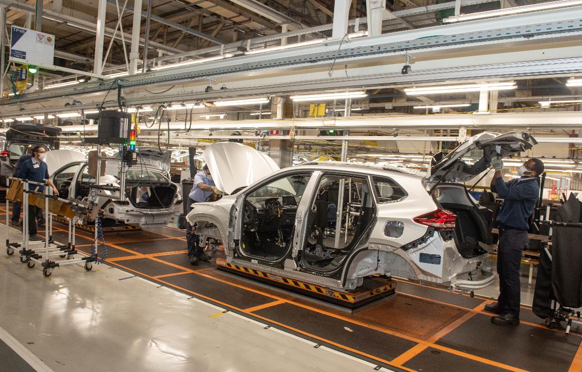 Imagem ilustrativa da notícia: GM retoma produção com foco no Tracker