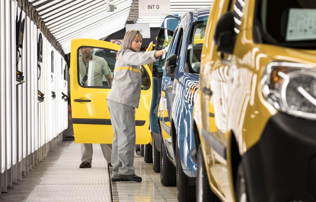 Imagem ilustrativa da notícia: Governos acenam participação na fusão FCA-Renault
