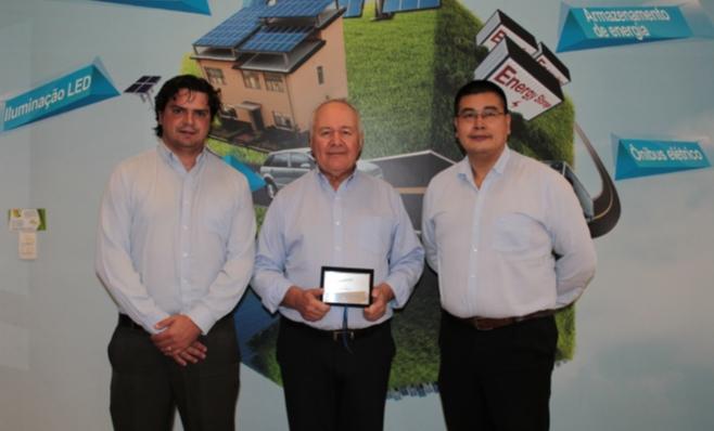 Imagem ilustrativa da notícia: BYD recebe placa do Prêmio AutoData