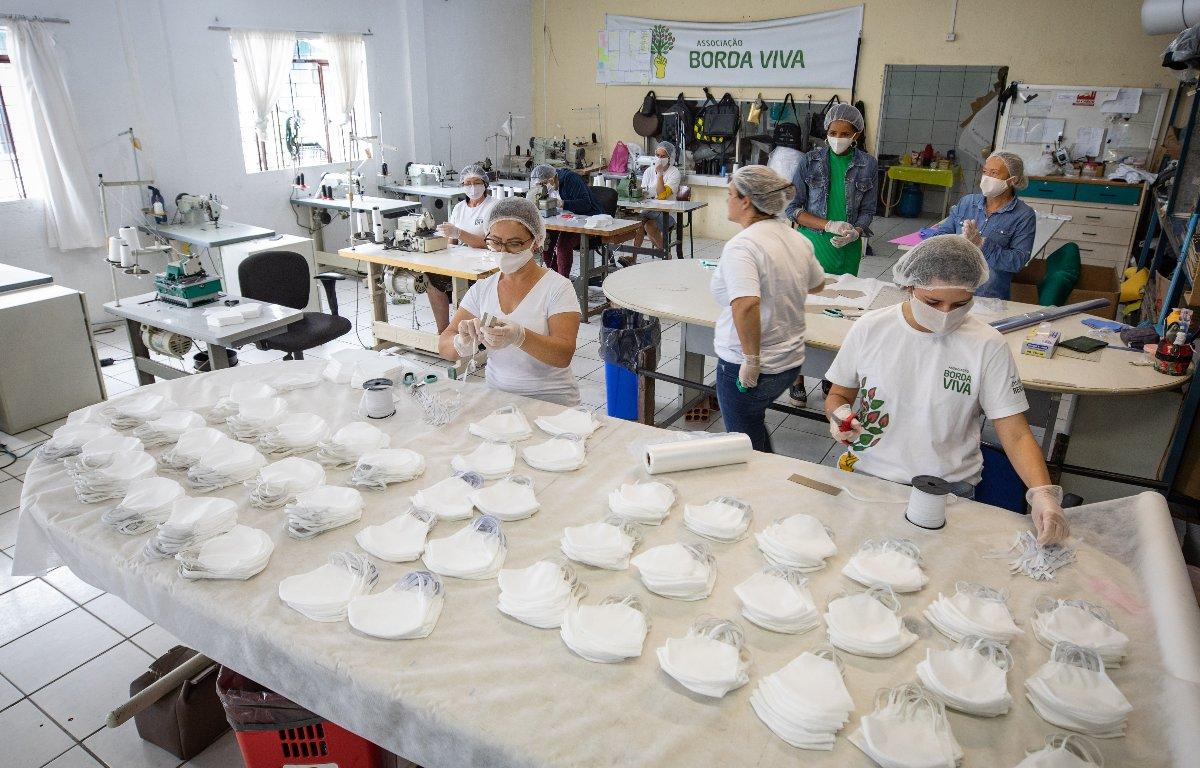 Imagem ilustrativa da notícia: Instituto Renault apoia produção de máscaras descartáveis