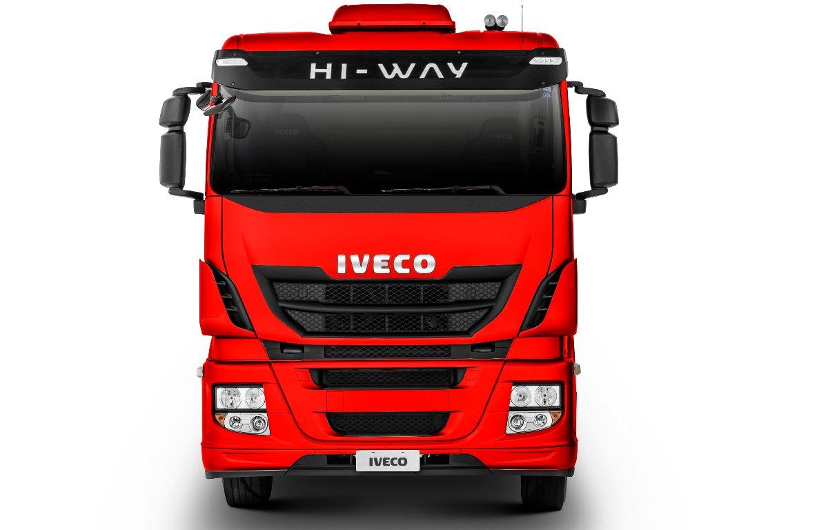 Imagem ilustrativa da notícia: Iveco entrega quinze caminhões para Paradiso Giovanella