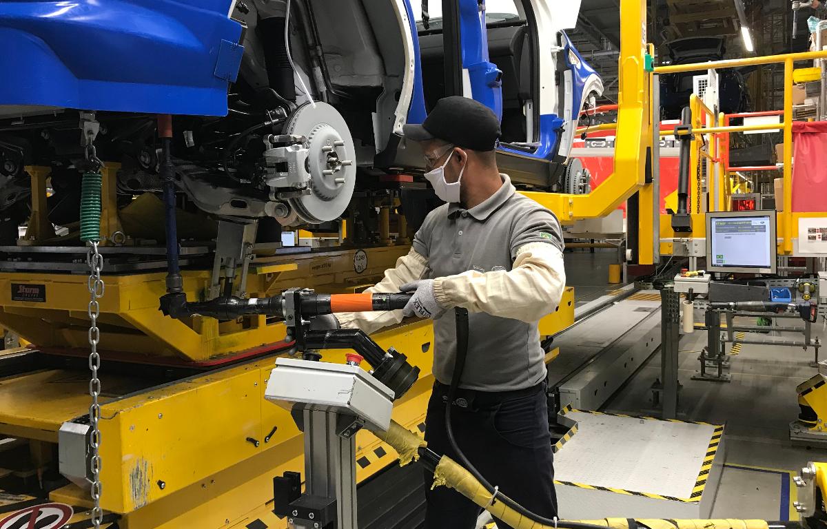 Imagem ilustrativa da notícia: Jaguar Land Rover volta a produzir em Itatiaia