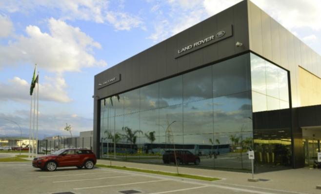 Imagem ilustrativa da notícia: Jaguar Land Rover traz motor novo e estuda exportações