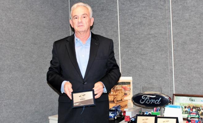 Imagem ilustrativa da notícia: Ford Caminhões recebe sua placa do Prêmio AutoData