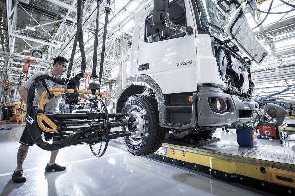 Imagem ilustrativa da notícia: Mercedes-Benz abre novos turnos em SP e MG