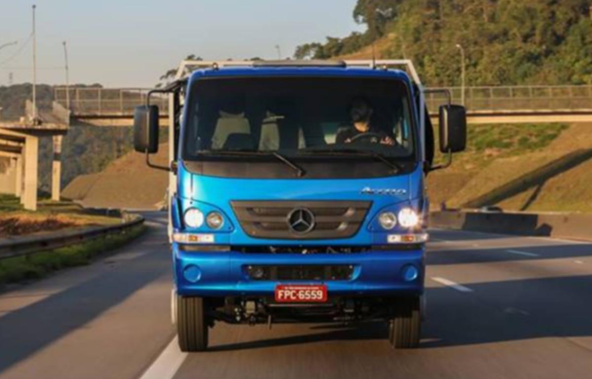 Imagem ilustrativa da notícia: Mercedes-Benz entrega primeiro caminhão vendido pela internet