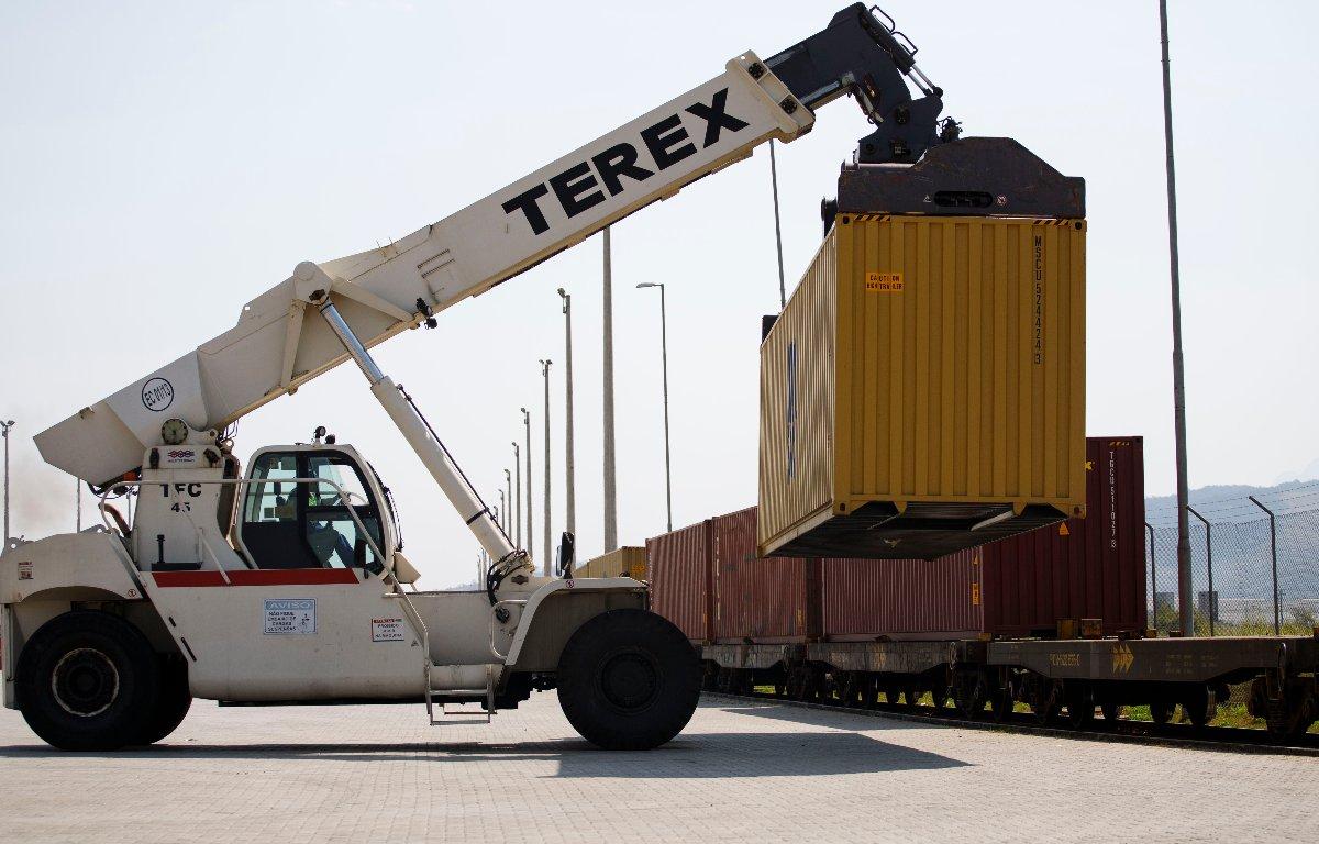 Imagem ilustrativa da notícia: Nissan adota a ferrovia como alternativa de transporte