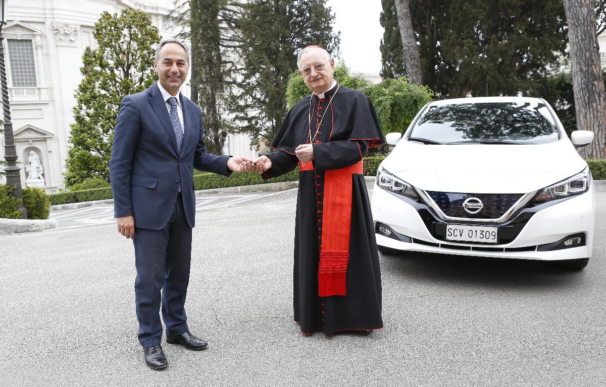 Imagem ilustrativa da notícia: Nissan entrega um Leaf para a frota do Vaticano