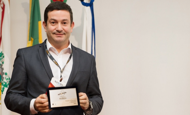 Imagem ilustrativa da notícia: Placa do Prêmio AutoData é entregue à Randon