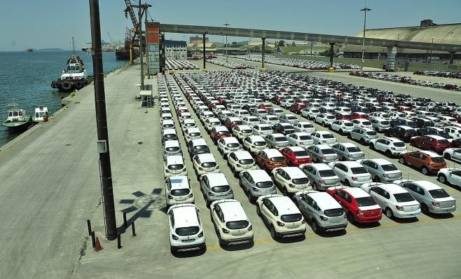 Imagem ilustrativa da notícia: Venda de importados fica estável no mês