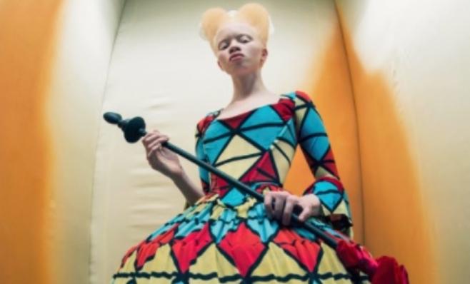 Imagem ilustrativa da notícia: Alice no País das Maravilhas inspira calendário Pirelli