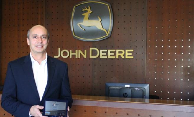Imagem ilustrativa da notícia: John Deere recebe placa do Prêmio AutoData