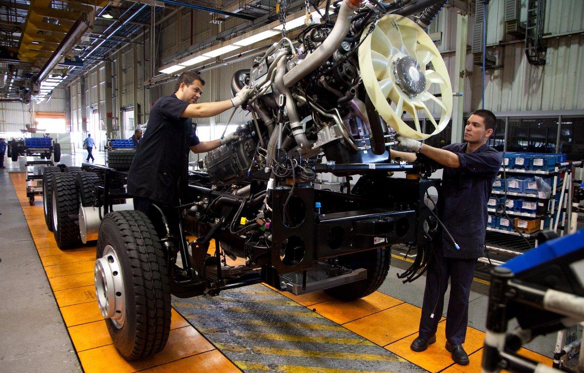 Imagem ilustrativa da notícia: Pesados puxam a produção de caminhões