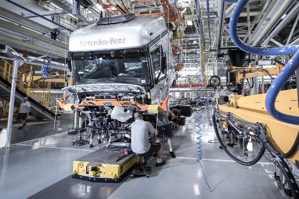 Imagem ilustrativa da notícia: Produção de caminhões supera meta de pesados