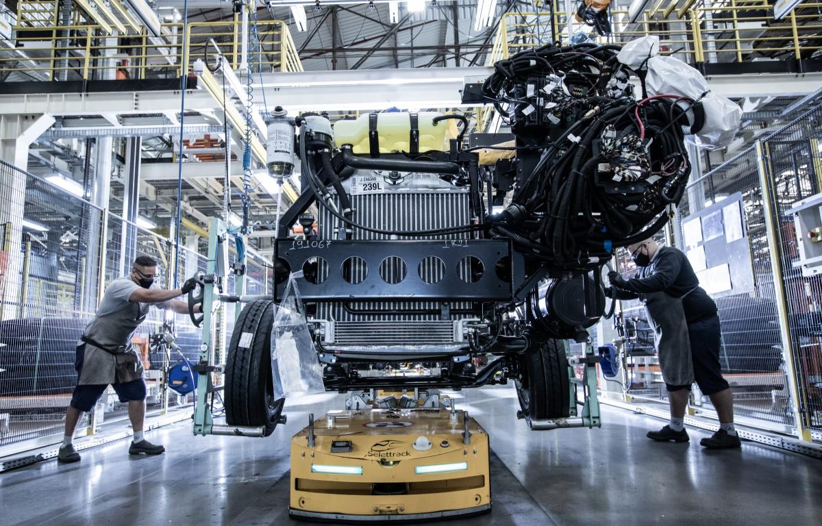 Imagem ilustrativa da notícia: Produção de chassis de ônibus recuou 33,5% em 2020