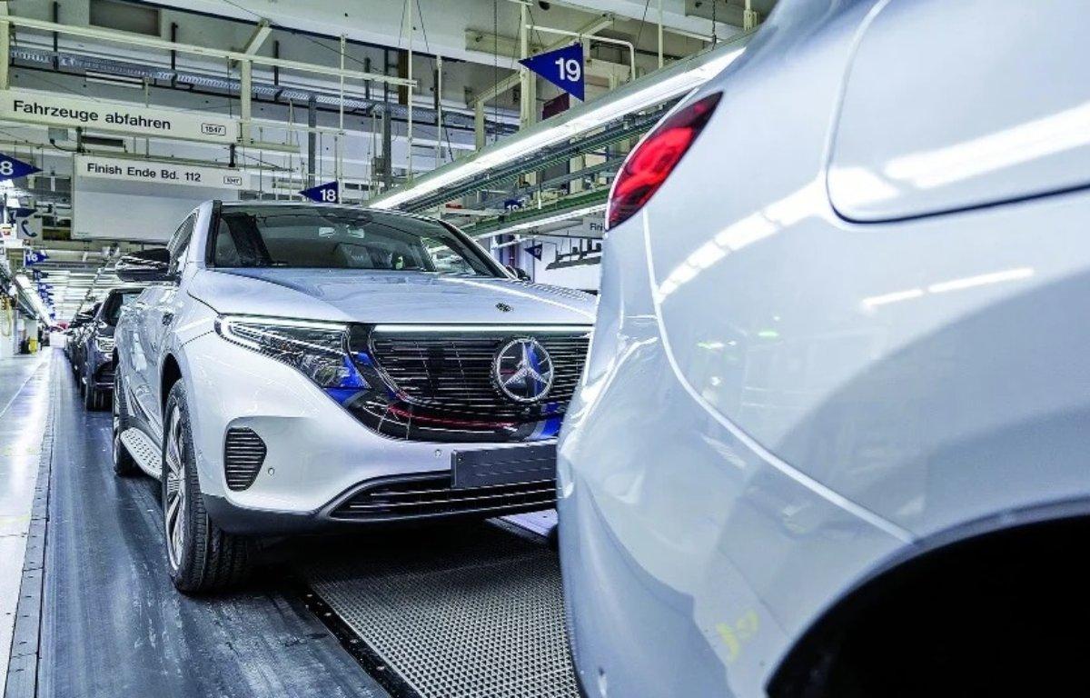Imagem ilustrativa da notícia: Receita e vendas da Daimler recuam no trimestre