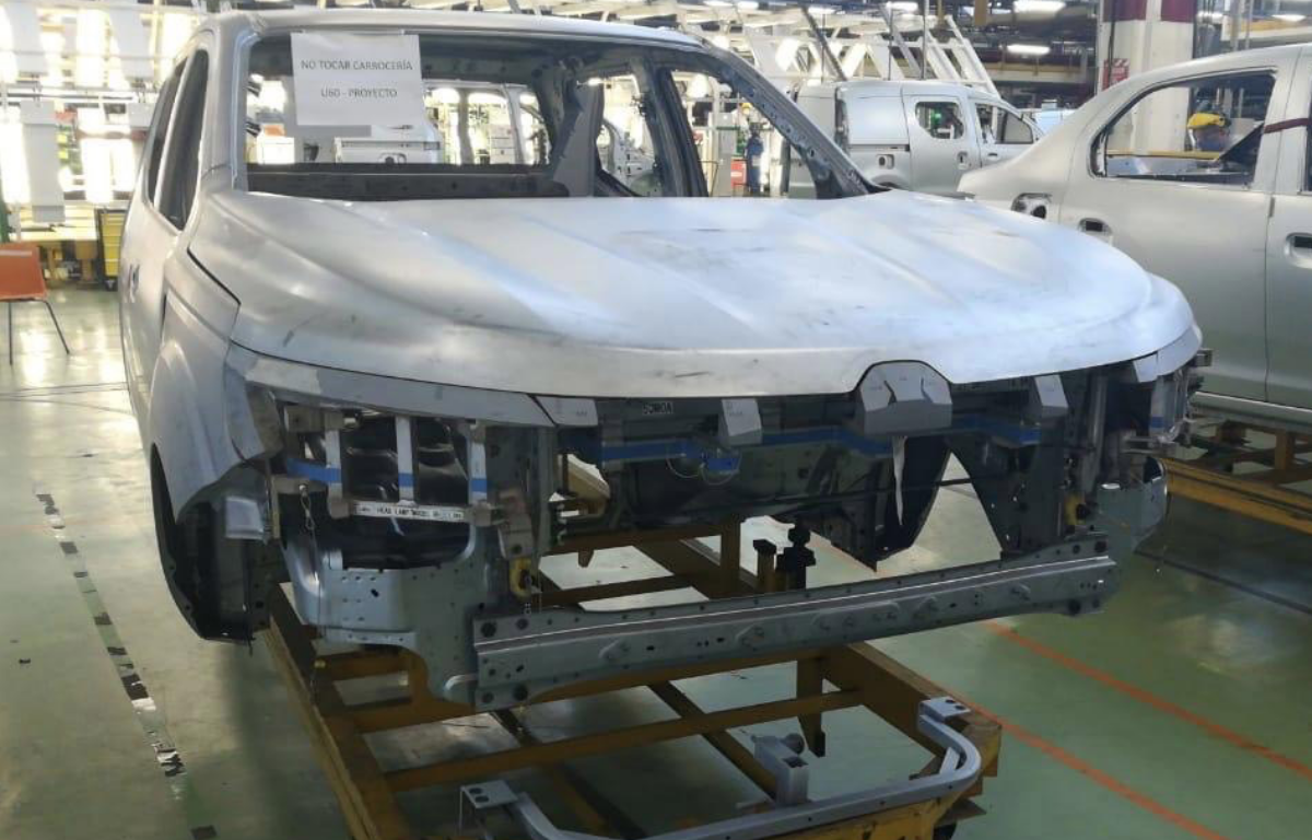 Imagem ilustrativa da notícia: Renault produz a primeira carroceria da Alaskan em Córdoba