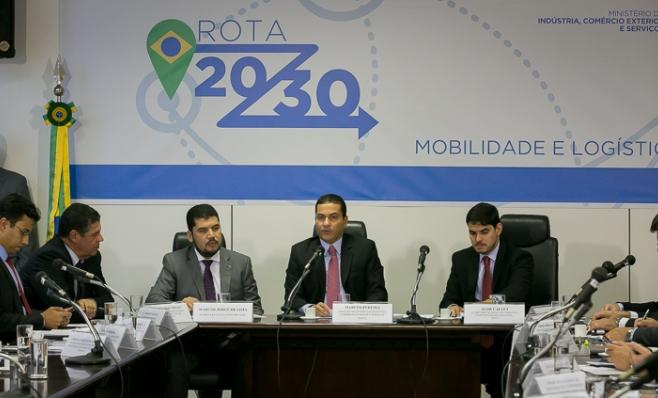 Imagem ilustrativa da notícia: Ministro que coordenava Rota 2030 pede demissão