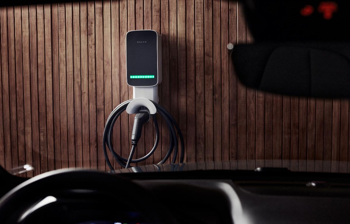Imagem ilustrativa da notícia: Volvo Car lança carregador de bateria no Brasil