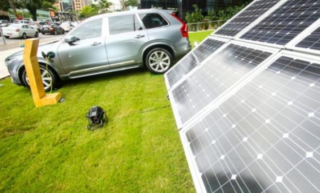 Imagem ilustrativa da notícia: Carro elétrico e a combustão: preços próximos em 2025.