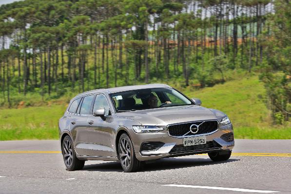 Imagem ilustrativa da notícia: Perua V60 começa a ser vendida na rede Volvo Car